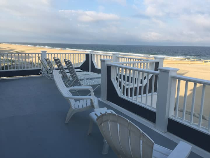 Oceanfront living. Fantastic views. Hot tub.