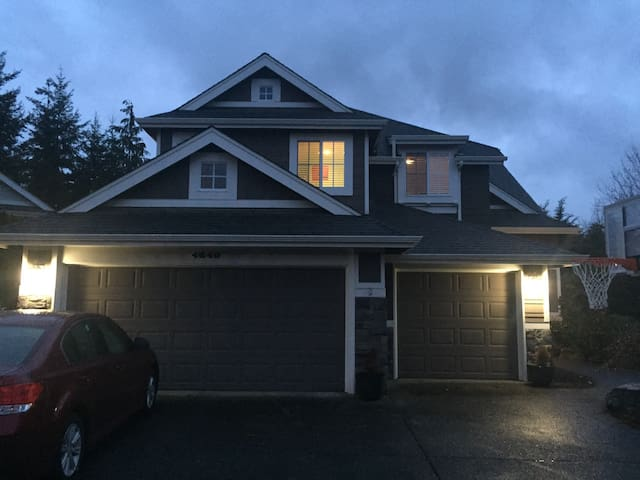 Entire house near Bellevue, 6BD. - Sammamish - Hus