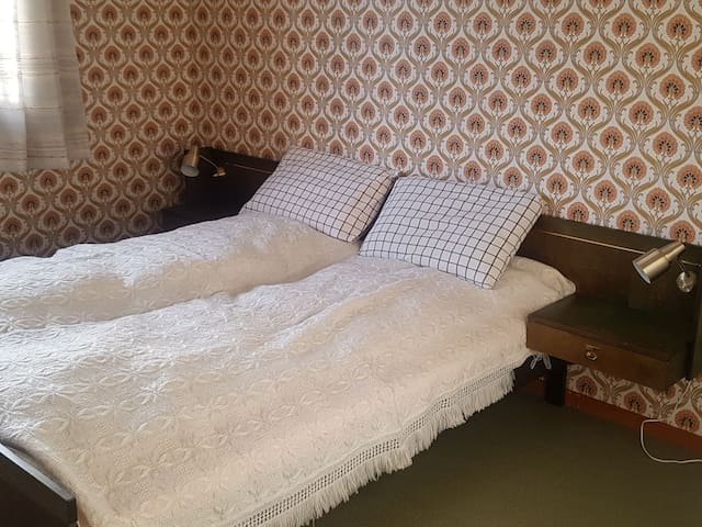 1 bedroom with a double bed.