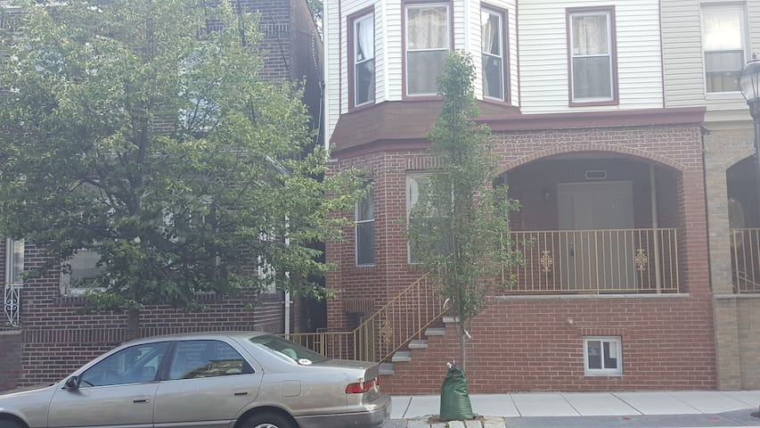 Wonderful 2 Bedroom apt 15 mins to NY - Union City - Appartement