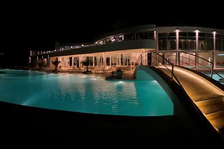 Villa Aquatic - Modern architecture In lagoon