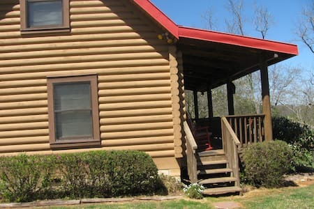 Red Roof at the Tuckaseigee Valley Cabins - Cullowhee - Apartment