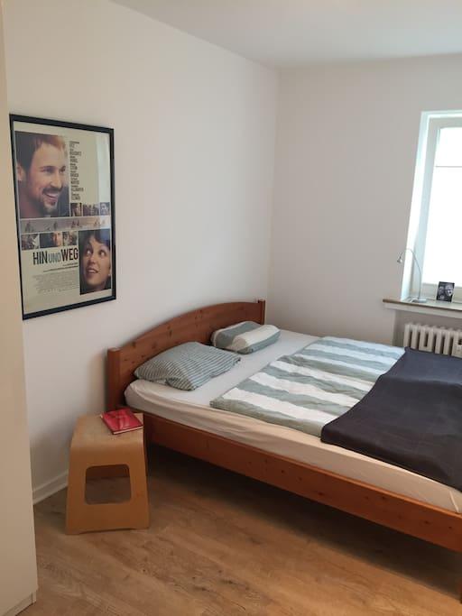 1,80x2m Bett im Schlafraum 1