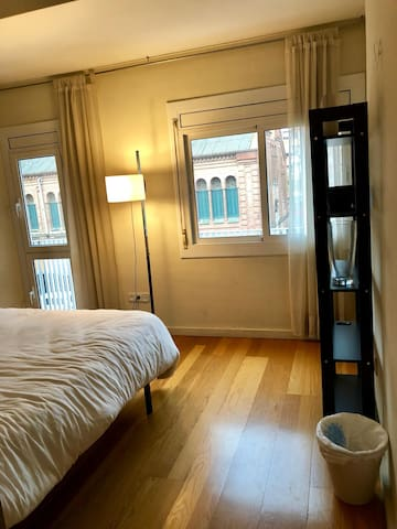 Cozy private bedroom in the safest neighbourhoods