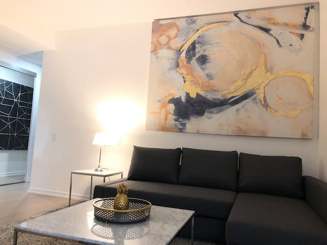 Luxury and spacious 1BR + Den - Financial District