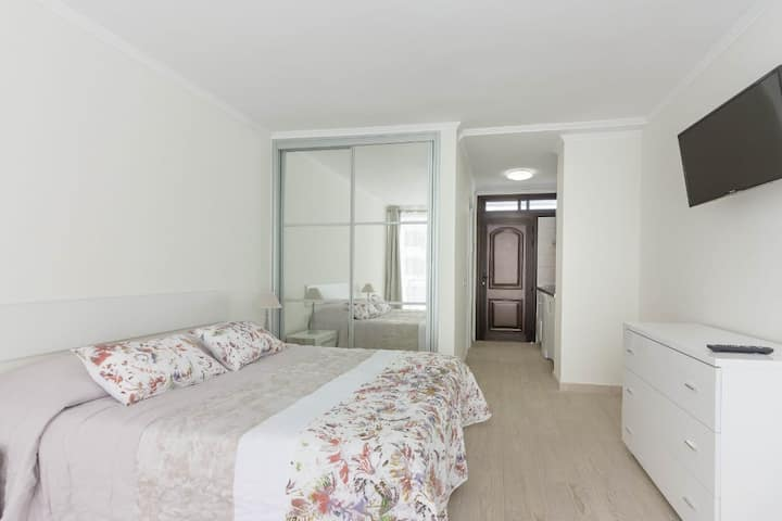 Studio apartment in the centre of Las Americas 2