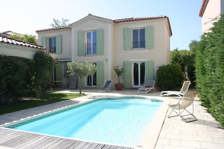 Belle maison avec piscine dans domaine sécurisé