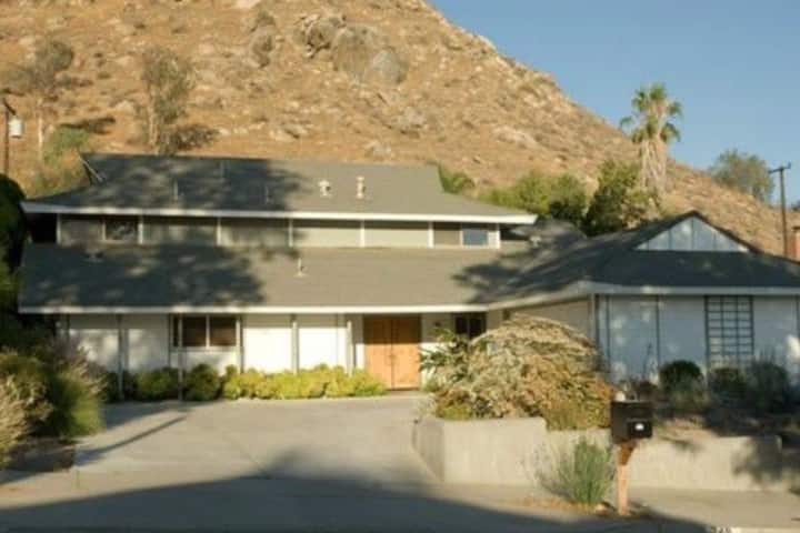 Mid-century modern style house  Fwy 60 and 91 讲中文