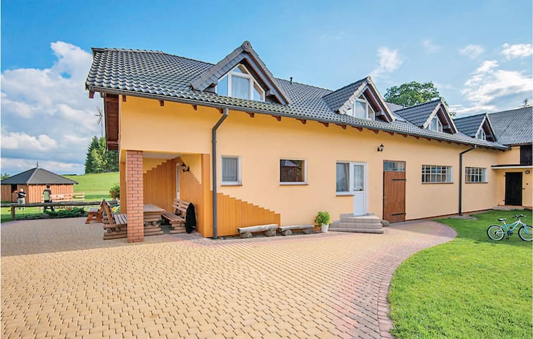 Holiday cottage with 8 bedrooms on 231m² in Chmielno
