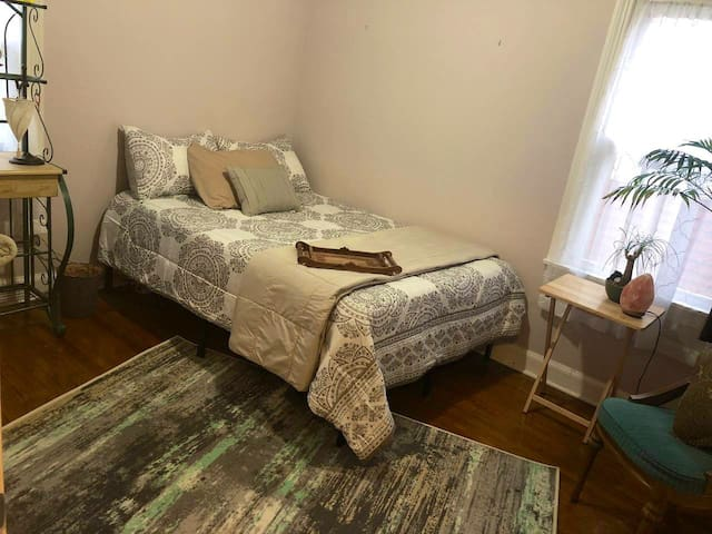 Cute Bohemian Room w/ Full Gel Memory Foam Bed