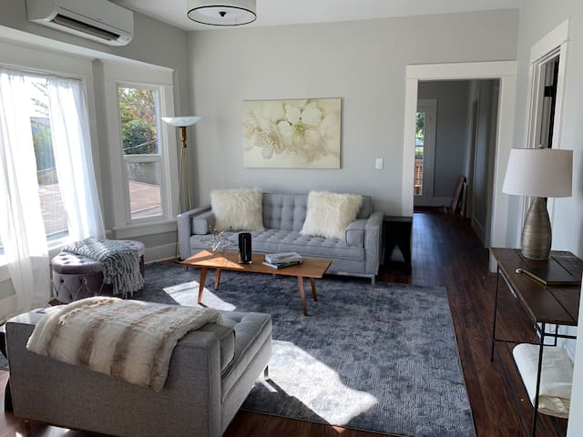 NEW! Bright, MODERN Seattle Home-7 Min Seattle Ctr