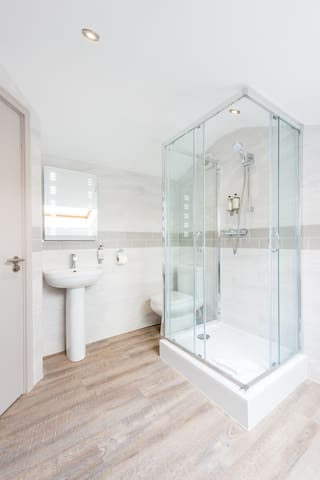 Spacious central 1 bedroom apartment, West End