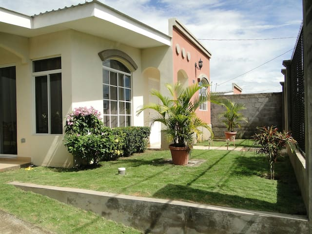 New House in Gated Community/ WIFI, AC, Cable TV