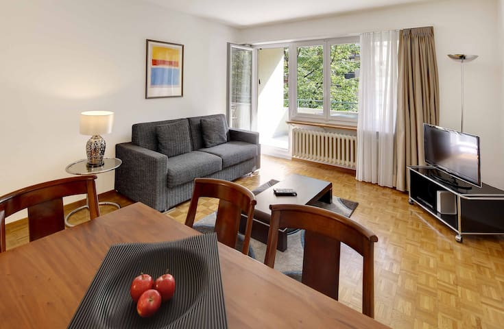 Nice 2BD flat city center / near FIFA (Wille 2)