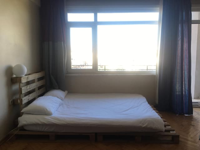 Very nice room for rent in Kadiköy with balcony