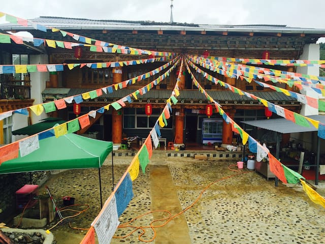 Tibetan style house  with tibetan food - Deqen - Haus