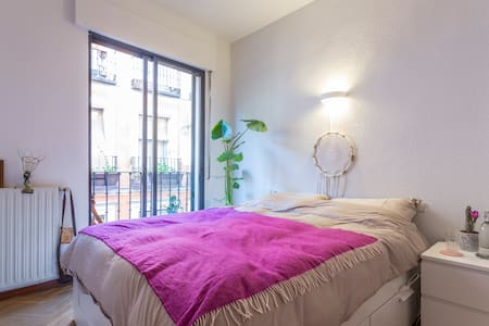 Private room w/ balcony and own bathroom - Madrid