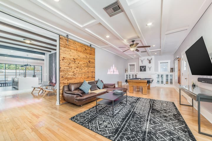 NEW!!! Stunning Modern Home across from the U of A