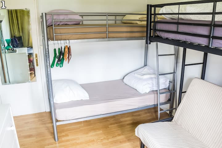Cozy bunk bed hostel style 15min from Paris center