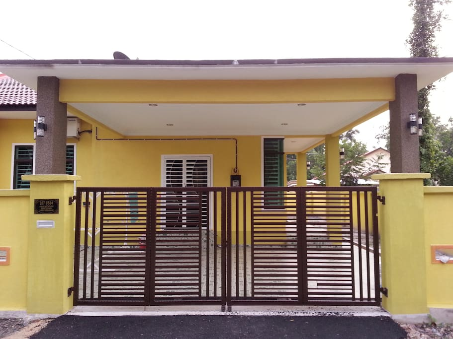 Amera Homestay kemaman. Secured house with fully bricked fence.