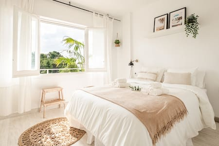 NEW! Beautiful Sitges Seaview Apt. w/Bikes, AC & Tennis
