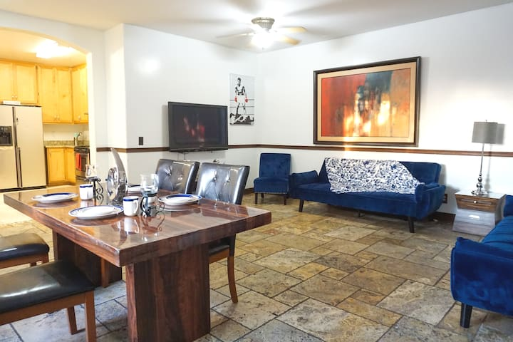 Center of San Diego 3Bd - 2Bth 16+ Guests