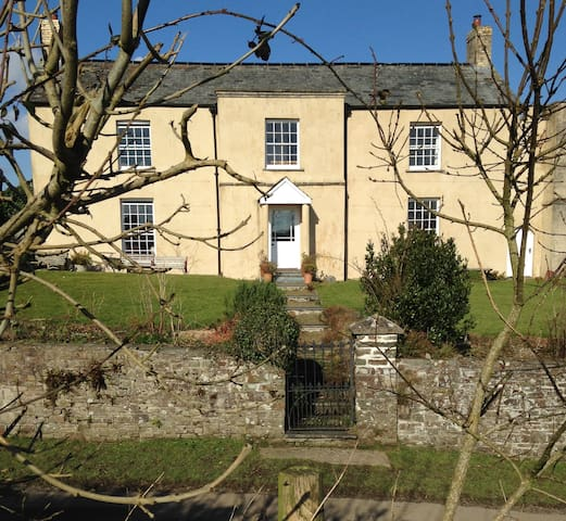 Shern Week Manor, North Devon, EX38 8NX - Great Torrington - Aamiaismajoitus