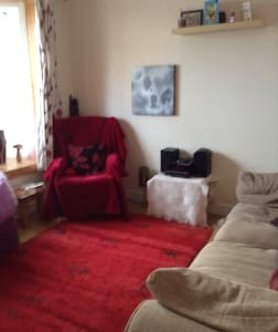 Double room in cosy terraced house - Bed & Breakfast