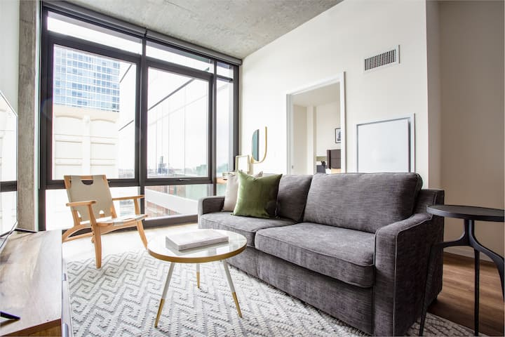 Sonder | Downtown 2BR | Discounted Rates