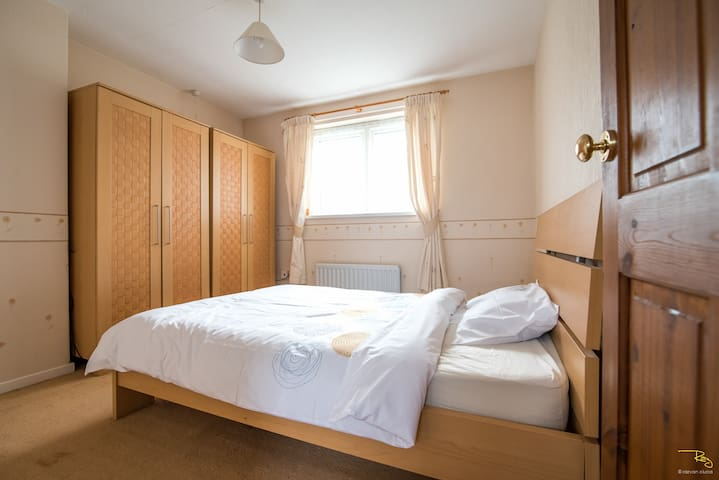 Bright double bedroom close to Gosforth High St. - Newcastle upon Tyne - Hus