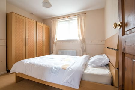 Bright double bedroom close to Gosforth High St. - 泰恩河畔紐卡斯爾(Newcastle upon Tyne)