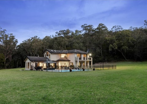 Secluded luxurious escape one hour from the CBD