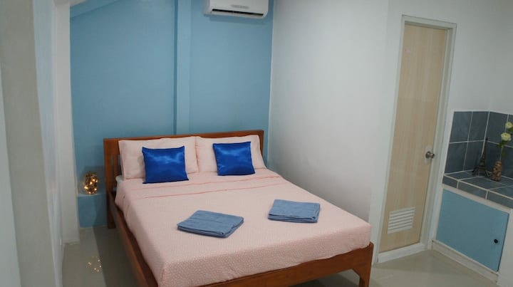 Room 1 - Travelers' Guesthouse Bed & Laundry Shop