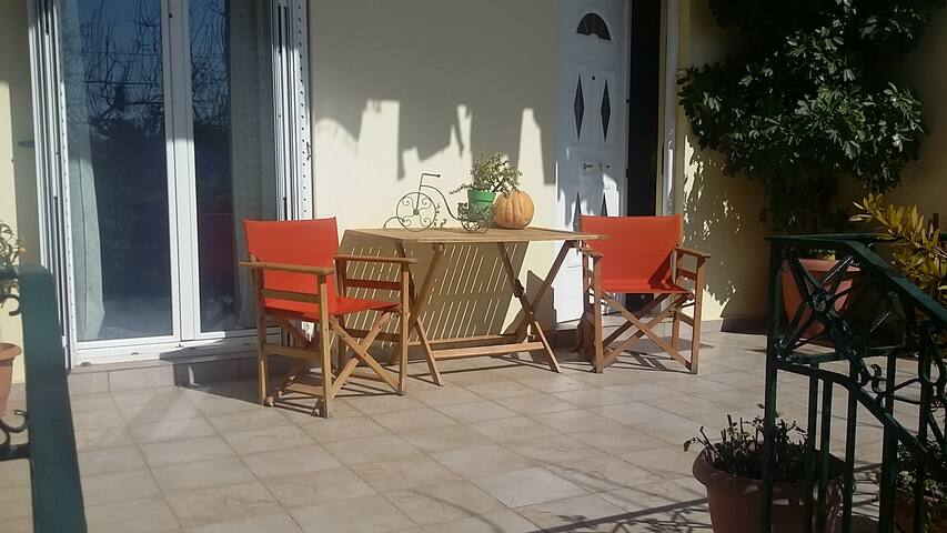 Just 2 minutes from the beach - Vari - Apartment