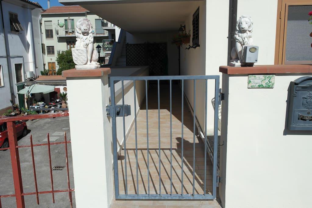 Ingresso nel terrazzo comune