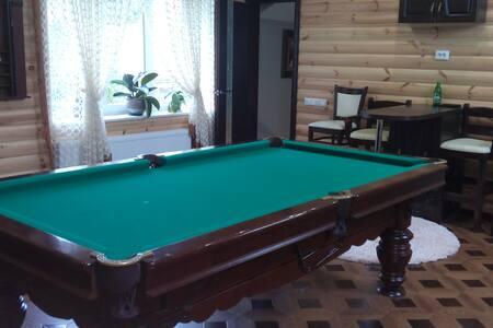 Уютный домик с современным евроремонтом - Rivne - Casa