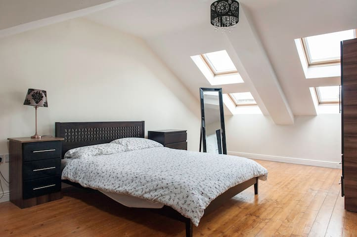 Spacious City Centre Apartment - Kilmainham - Apartment