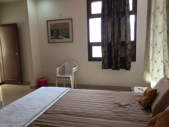 A private room in a Luxury home in Jubilee Hills