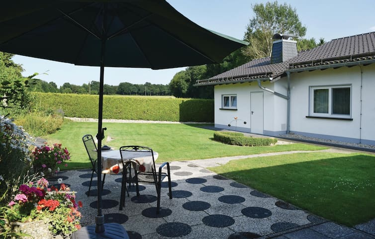 Holiday cottage with 2 bedrooms on 80 m² in Rott