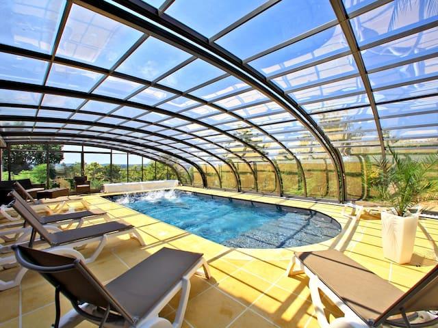 Maisonnette 5p proche Sarlat avec piscine couverte - Cénac-et-Saint-Julien - Casa