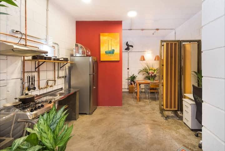 VILA MADALENA: Central Location-Artistic Apartment