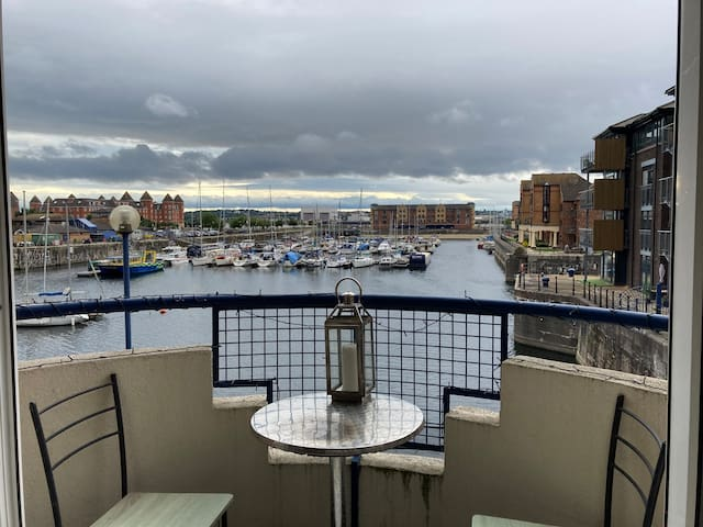 Private room - stunning location with marina views