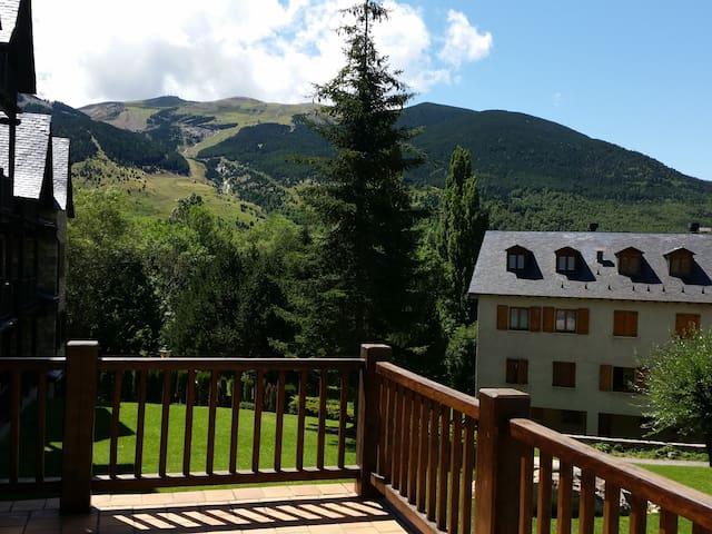 BONITO APARTAMENTO EN CERLER (Valle Benasque) - Huesca - Appartement en résidence