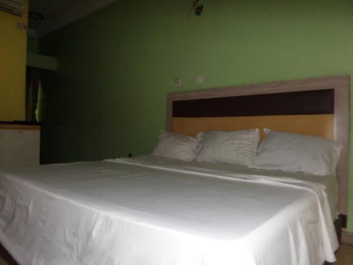 Emglo Suites - Standard Room