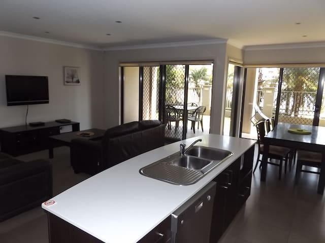 Lagoon Front Apartment - Mulwala - Appartement