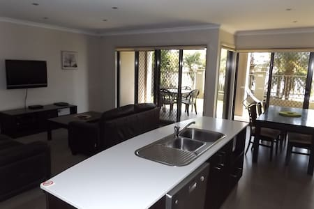Lagoon Front Apartment - Mulwala - Wohnung