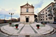 Tra i tanti luoghi da visitare lo storico Santuario di Maria Santissima di Portosalvo con il suggestivo campanile del 1700, tutto a pochi passi da casa