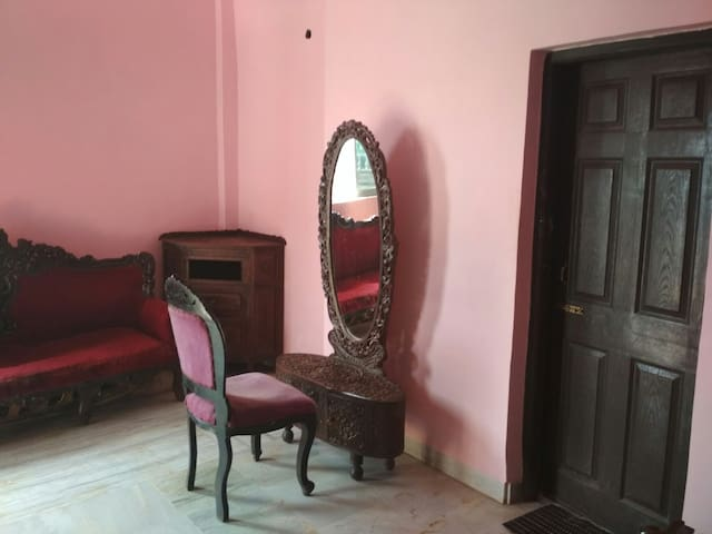 BnB with Antique furniture in River view place 02