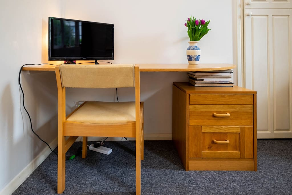 The studio has desk space should you wish to work during your stay