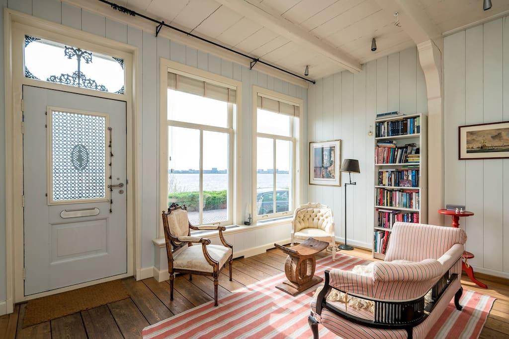Dike level front side living room